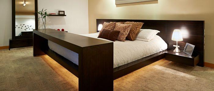 alt=chambre de luxe sobre plus éclairage faux plafond